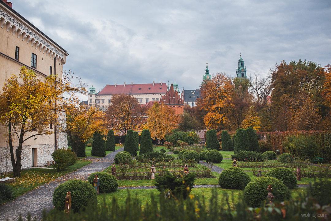 ogrody przed Muzeum Archeologicznym w Krakowie